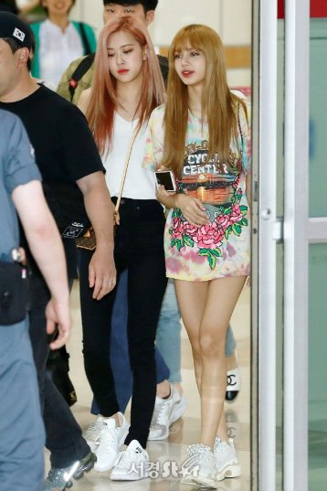 BLACKPINK Rose Airport Photo 26 July 2018 Gimpo 9