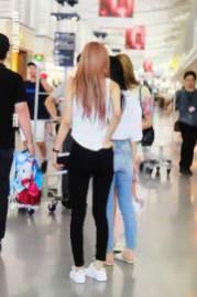 BLACKPINK-Rose-Airport-Photo-26-July-2018-Kansai-Osaka-2