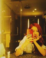 BLACKPINK Rose Instagram Photo 5 July 2018 roses are rosie mirror selfie 3