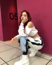BLACKPINK-Rose-Instagram-Photo-Roses-Are-Rosie-white-outfit-2