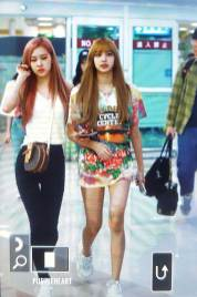 BLACKPINK-Rose-Lisa-Airport-Photo-26-July-2018-Gimpo-32