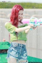 BLACKPINK-Rose-Sprite-Waterbomb-Festival-Seoul-28