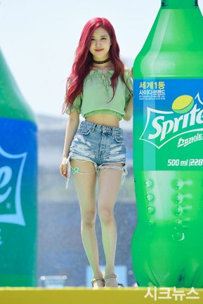 BLACKPINK-Rose-Sprite-Waterbomb-Festival-Seoul-53