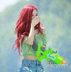 BLACKPINK-Rose-Sprite-Waterbomb-Festival-Seoul-61