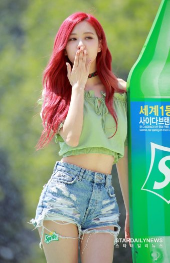 BLACKPINK-Rose-Sprite-Waterbomb-Festival-Seoul-65