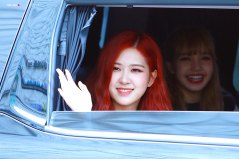 BLACKPINK-Rose-leaving-Inkigayo-15-July-2018-Car-photos-2