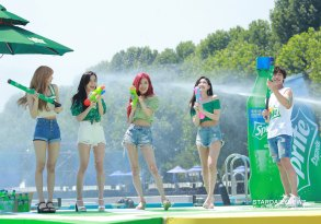 BLACKPINK-SPRITE-ISLAND-WATERBOMB-FESTIVAL-SEOUL-21-July-2018-photo-15