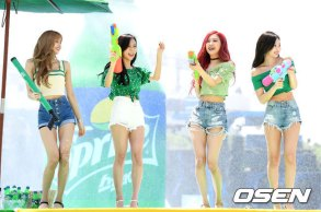 BLACKPINK-SPRITE-ISLAND-WATERBOMB-FESTIVAL-SEOUL-21-July-2018-photo-19