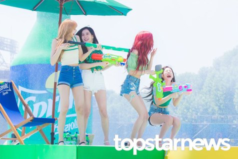 BLACKPINK-SPRITE-ISLAND-WATERBOMB-FESTIVAL-SEOUL-21-July-2018-photo-2