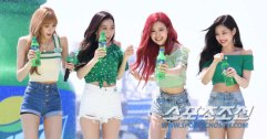 BLACKPINK-SPRITE-ISLAND-WATERBOMB-FESTIVAL-SEOUL-21-July-2018-photo-3