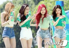 BLACKPINK-SPRITE-ISLAND-WATERBOMB-FESTIVAL-SEOUL-21-July-2018-photo-6