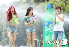 BLACKPINK-SPRITE-ISLAND-WATERBOMB-FESTIVAL-SEOUL-21-July-2018-photo-9