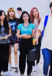 BLACKPINK-UPDATE-Jennie-Airport-Photo-Fashion-22-July-2018-japan-arena-tour-34