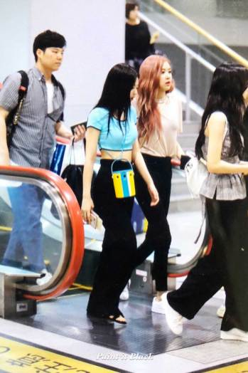 BLACKPINK-UPDATE-Jennie-Airport-Photo-Fashion-22-July-2018-japan-arena-tour-54
