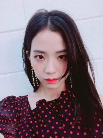 BLACKPINK-UPDATE-Jisoo-Instagram-Photo-20-July-2018-cosmopolitan-Korea-magazine-3
