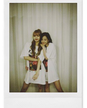BLACKPINK UPDATE Jisoo Instagram Photo 26 July 2018 with Lisa 3