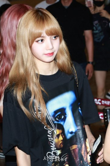 BLACKPINK-UPDATE-Lisa-Airport-Photo-Fashion-22-July-2018-japan-arena-tour-18