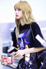 BLACKPINK-UPDATE-Lisa-Airport-Photo-Fashion-22-July-2018-japan-arena-tour-2