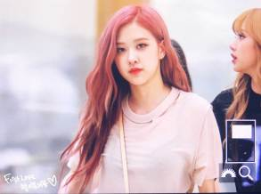 BLACKPINK-UPDATE-Rose-Airport-Photo-Fashion-22-July-2018-japan-arena-tour-17