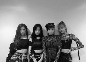 Blackpink intagram photo win triple crown sbs inkigayo