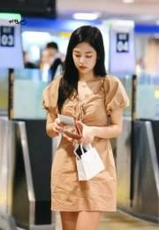 BLACKPINK-Jennie-Airport-Photo-18-August-2018-Incheon-6