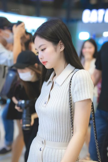 BLACKPINK-Jennie-Airport-Photo-23-August-2018-Gimpo-11