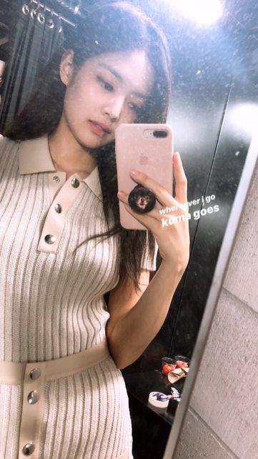 BLACKPINK Jennie Instagram Story 23 August 2018 kuma pop socket