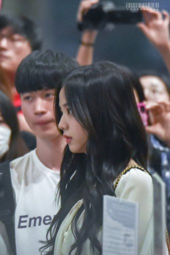 BLACKPINK-Jisoo-Airport-Photo-23-August-2018-Gimpo-3