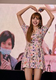 BLACKPINK LISA moonshot central world fansign event bangkok thailand 101
