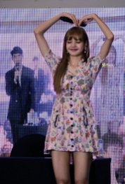 BLACKPINK LISA moonshot central world fansign event bangkok thailand 102