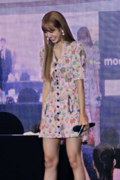 BLACKPINK LISA moonshot central world fansign event bangkok thailand 107