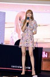 BLACKPINK LISA moonshot central world fansign event bangkok thailand 119