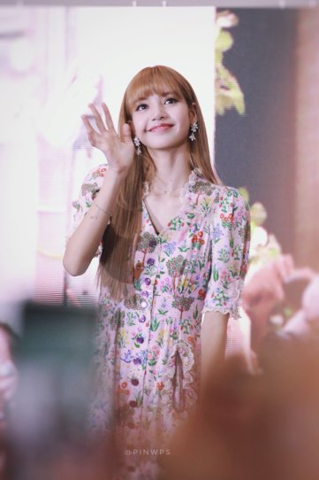 BLACKPINK LISA moonshot central world fansign event bangkok thailand 122