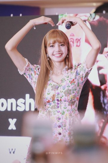 BLACKPINK LISA moonshot central world fansign event bangkok thailand 123