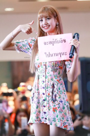 BLACKPINK LISA moonshot central world fansign event bangkok thailand 13