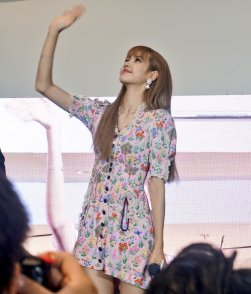 BLACKPINK LISA moonshot central world fansign event bangkok thailand 134
