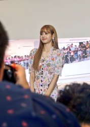 BLACKPINK LISA moonshot central world fansign event bangkok thailand 135