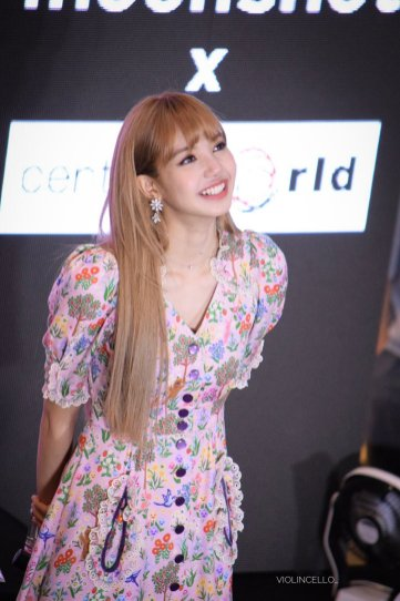 BLACKPINK LISA moonshot central world fansign event bangkok thailand 139