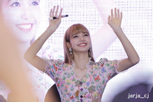 BLACKPINK LISA moonshot central world fansign event bangkok thailand 15