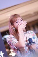 BLACKPINK LISA moonshot central world fansign event bangkok thailand 150
