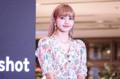 BLACKPINK LISA moonshot central world fansign event bangkok thailand 158