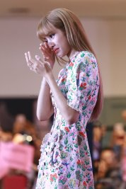 BLACKPINK LISA moonshot central world fansign event bangkok thailand 16