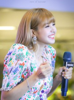 BLACKPINK LISA moonshot central world fansign event bangkok thailand 185