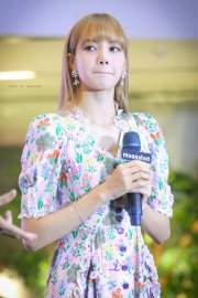 BLACKPINK LISA moonshot central world fansign event bangkok thailand 186