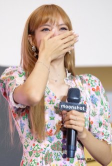 BLACKPINK LISA moonshot central world fansign event bangkok thailand 24