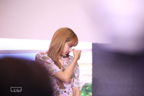 BLACKPINK LISA moonshot central world fansign event bangkok thailand 27