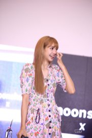 BLACKPINK LISA moonshot central world fansign event bangkok thailand 28