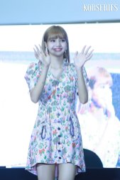 BLACKPINK LISA moonshot central world fansign event bangkok thailand 31