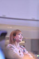 BLACKPINK LISA moonshot central world fansign event bangkok thailand 32