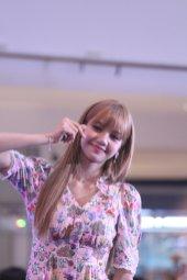 BLACKPINK LISA moonshot central world fansign event bangkok thailand 38